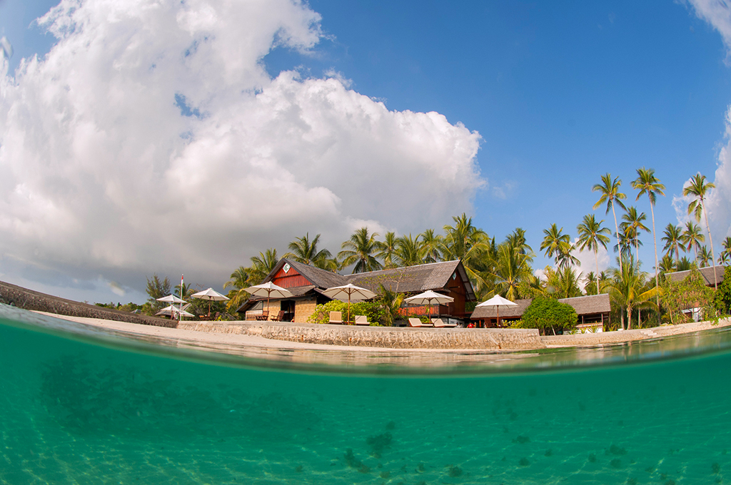 Wakatobi Dive Resort split image taken from the House Reef. Taken using a 10.5 mm fish eye lens. F9, 1/125th, ISO 100.