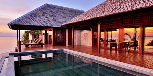 Feature 1000x430 Wakatobi Villa _ view at Sunset