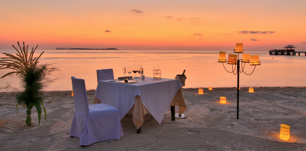 Feature 1000x430_Romantic beach dinners _photo Wakatobi Dive Resort copy