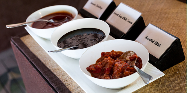 You will always find a selection of freshly prepared sambals in the Wakatobi restaurant. Photo by Marco Fierli
