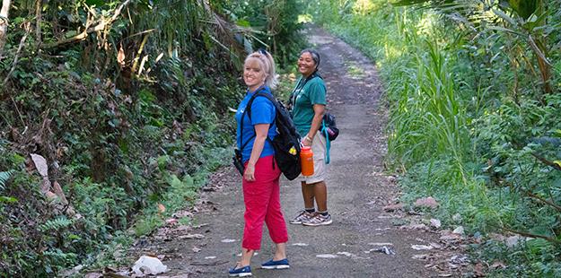 Shannon-on-trail-Bali-DSC04144
